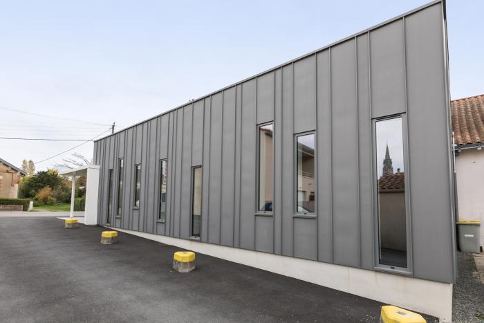 Hall d'accueil du cinéma à Vertou Arcadial Production charpentier fabricant de bâtiments ossature bois