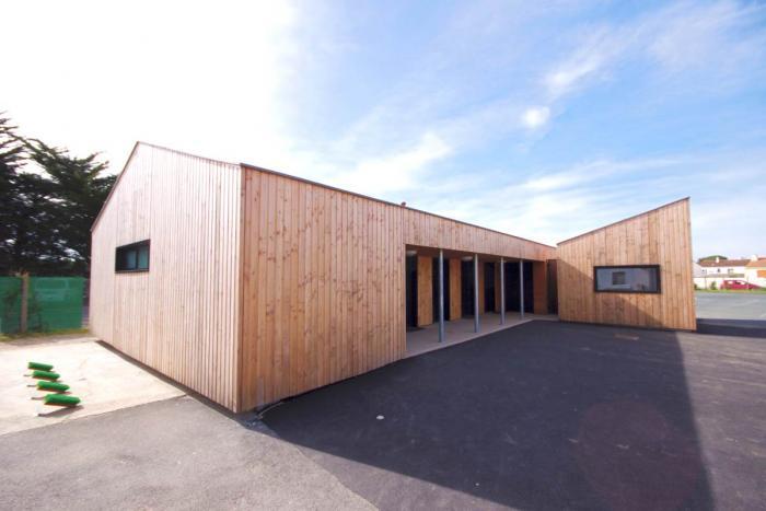 Bâtiment tertiaire bois à Saint Gilles Croix de Vie Arcadial Production charpentier fabricant de bâtiment ossature bois
