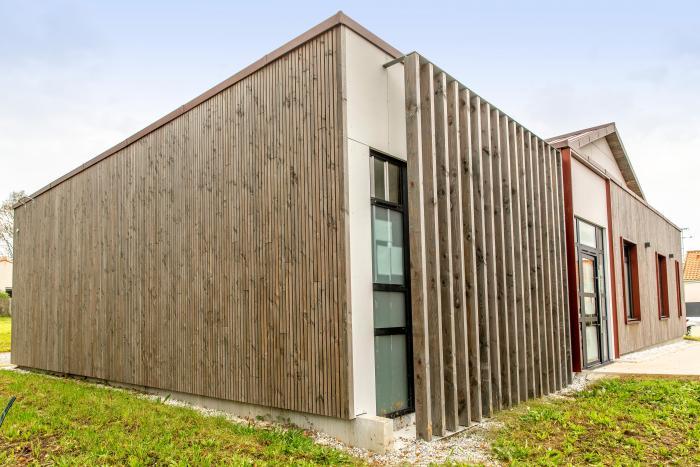 Extension bois Pôle santé à Saint Mars de Coutais Arcadial Production charpentier fabricant de bâtiments ossature bois